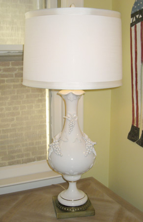 White ceramic lamp with applied grapes
